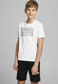 Jack & Jones Junior - JCOSHAWN - Print T-shirt - white - 1