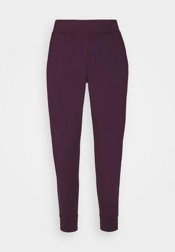 MERIDIAN JOGGERS - Pantalones deportivos - polaris purple