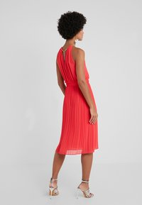 MICHAEL Michael Kors - CHAIN MIDI DRESS - Robe de soirée - sea coral - 2