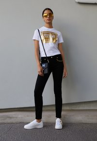 Versace Jeans Couture - Trainers - bianco - 0