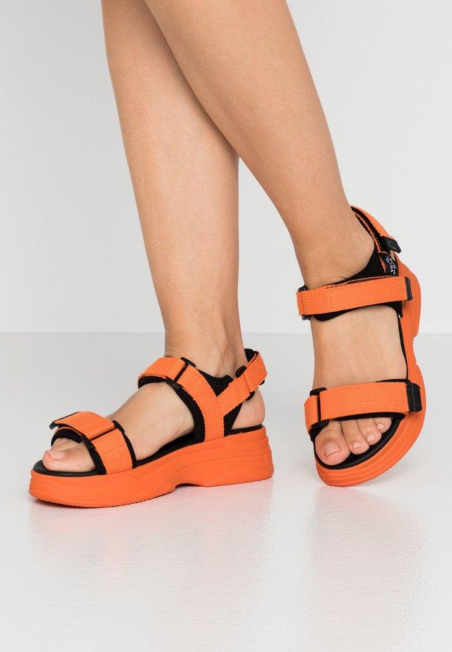 VMBENILLA - Platform sandals - coral/rose