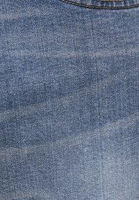 PULL&BEAR - HELLE SLIM-JEANS IM COMFORT-FIT 05682502 - Jeans slim fit - blue denim - 5