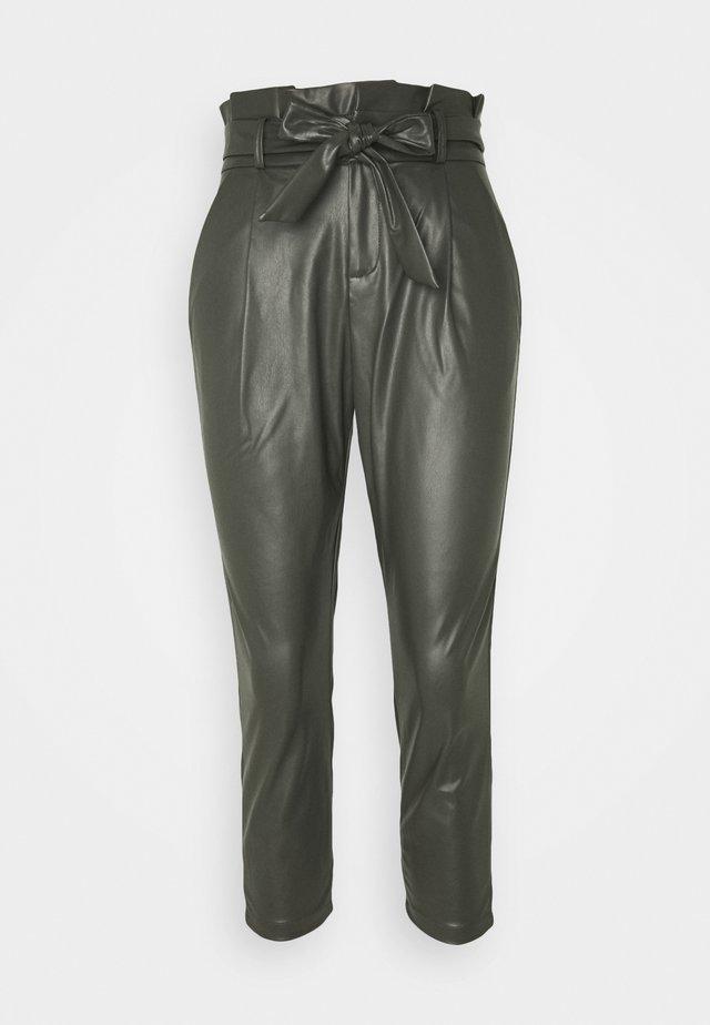 VMEVA PAPERBAG ANKLE PANTS - Trousers - peat