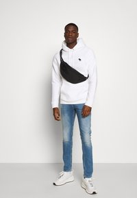 Abercrombie & Fitch - EXPLODED ICON POPOVER - Jersey con capucha - white - 1