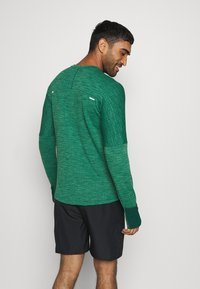 Nike Performance - SPHERE ELEMENT CREW 3.0 - Fleece jumper - pro green/lucky green - 2