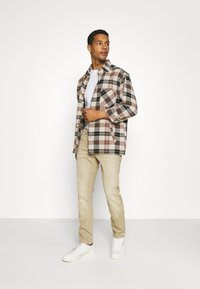 Lee - LUKE - Jeans slim fit - faded beige - 1