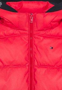 Tommy Hilfiger - PADDED REFLECTIVE JACKET - Zimní bunda - red - 3