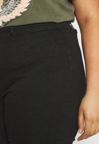 Missguided Plus - LAWLESS HIGHWAISTED SUPERSOFT - Jeans Skinny Fit - black - 3