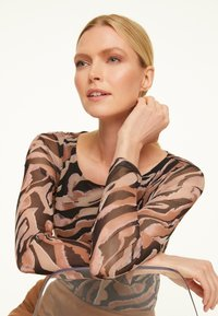 comma - Long sleeved top - black zebra lines - 4