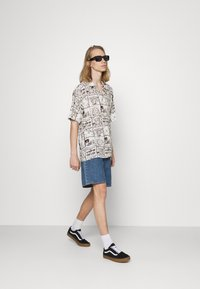 HUF - DAY IN THE LIFE - Shirt - natural - 1