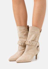 Liu Jo Jeans - KATIA BOOT  - Boots - camel - 0