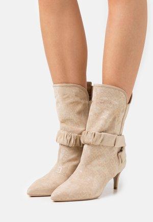 KATIA BOOT  - Vysoká obuv - camel