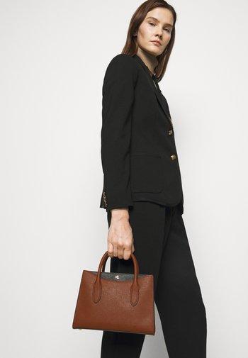 EMERY SATCHEL SMALL - Handbag - tan/black