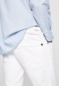 Pepe Jeans - STANLEY - Slim fit jeans - white - 3