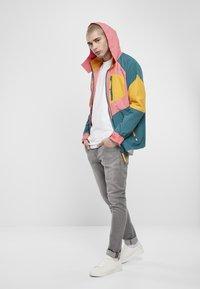 Starter - MULTICOLORED LOGO - Summer jacket - green/yellow/pink - 1