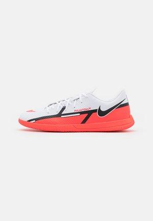PHANTOM GT2 CLUB IC - Chaussures de foot en salle - white/bright crimson/volt/black