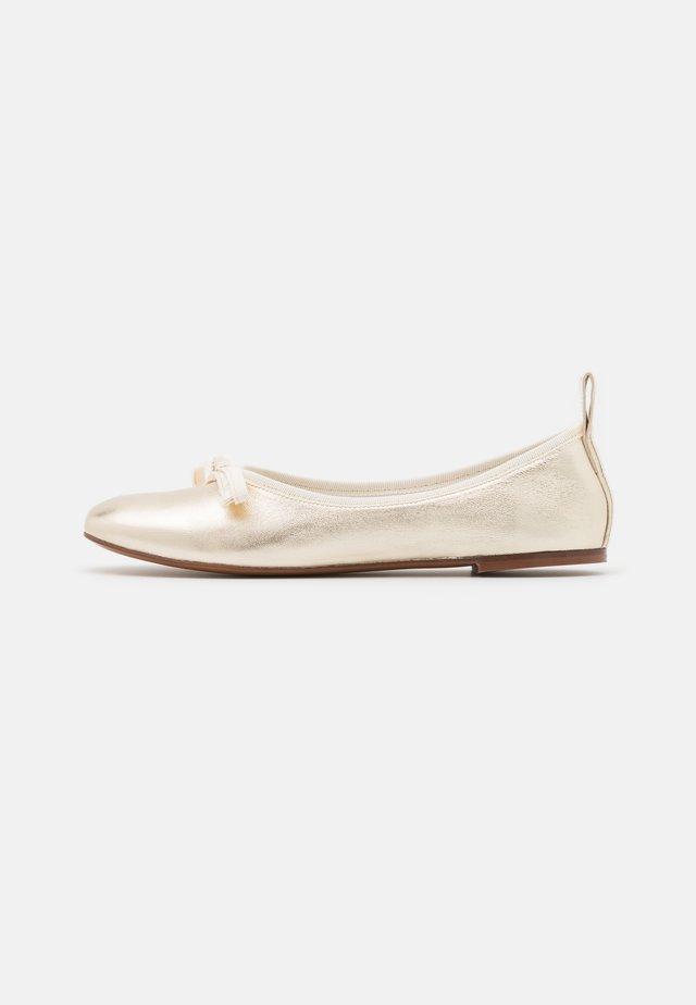 BALLET - Ballerina's - platin