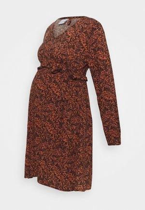 MLLUANNE SHORT DRESS - Sukienka z dżerseju - auburn