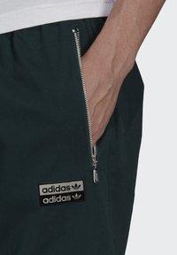 adidas Originals - Träningsbyxor - green - 3