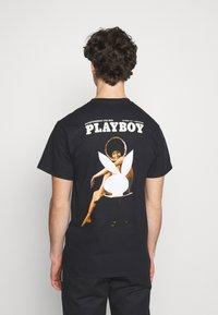 HUF - PLAYBOY OCTOBER TEE - Print T-shirt - black - 2
