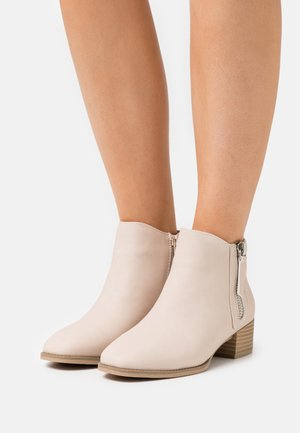 DIXIEE - Ankle boot - bone