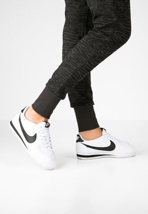 CORTEZ - Sneaker low - white/black