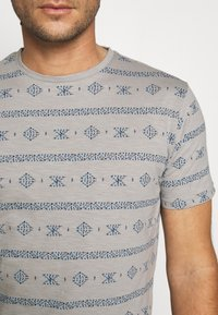 INDICODE JEANS - CANNES - T-shirt med print - grey - 5