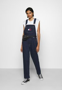 Tommy Jeans - DUNGAREE - Dungarees - oslo dark blue com - 1
