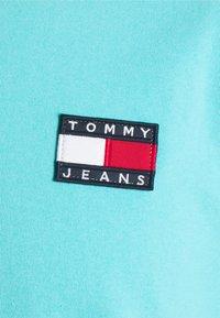 Tommy Jeans - BADGE TEE  - T-paita - chlorine blue - 2