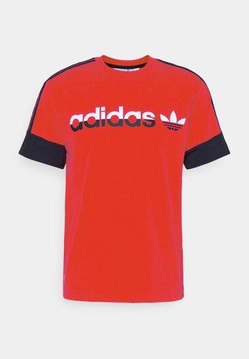 3 STRIPE SPLIT - T-shirt con stampa - red/legend ink