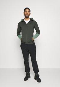 Peak Performance - RIDER ZIP HOOD - Zip-up hoodie - coniferous green - 1