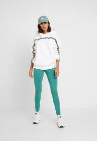adidas Originals - R.Y.V. LOGO HODDIE SWEAT - Hættetrøjer - white - 1