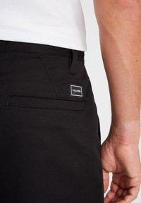 Volcom - FRICKIN SKATE CHINO PANT - Chino kalhoty - black - 3