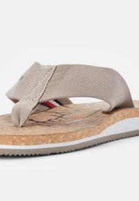 Tommy Hilfiger - CORKBEACH SANDAL - T-bar sandals - stone - 5