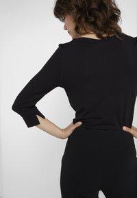 RIANI - Långärmad tröja - black - 5