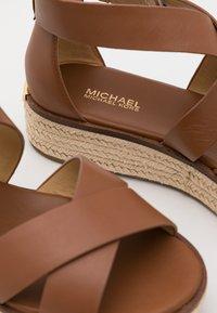 MICHAEL Michael Kors - DARBY - Platform sandals - luggage - 6