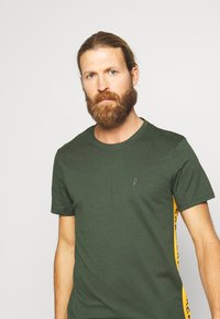 Peak Performance - RIDER TEE - Print T-shirt - drift green - 3