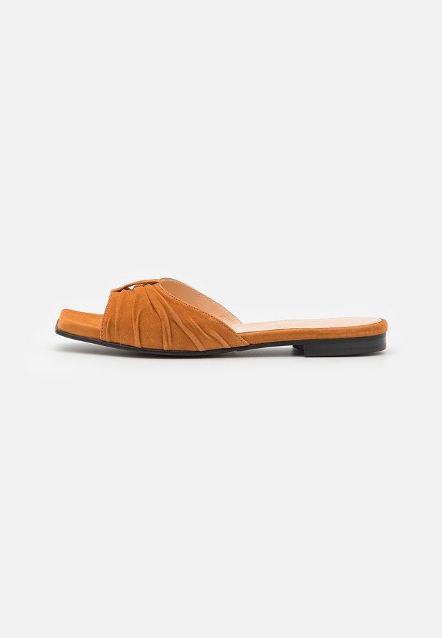 SLFMALLE SLIDER - Muiltjes - sudan brown