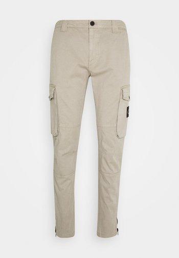 WASHED PANT - Cargo trousers - elephant skin