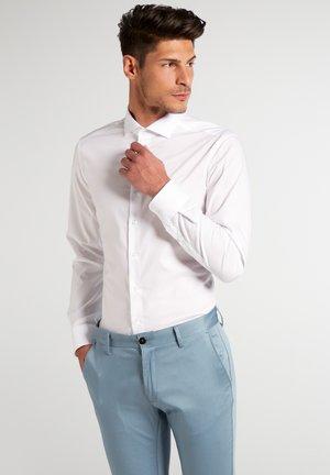 UNI STRETCH SLIM FIT - Kostymskjorta - white