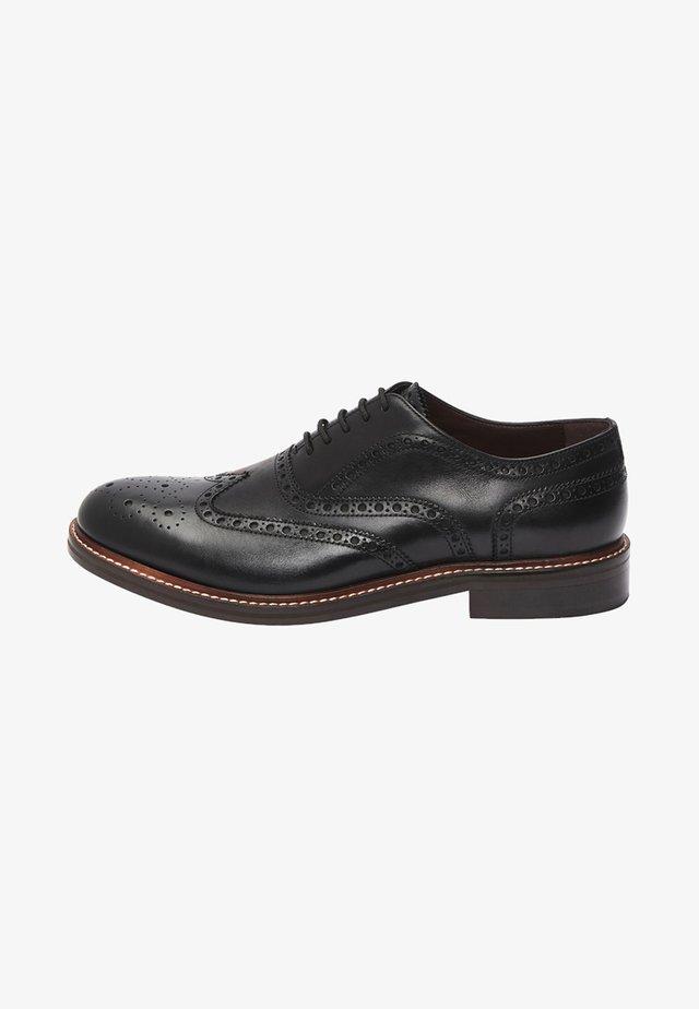 BLACK SIGNATURE BROGUE SHOES - Eleganckie buty - black