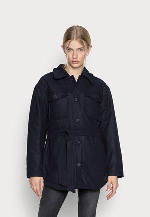 SUSTILLA - Kort kappa / rock - navy blazer