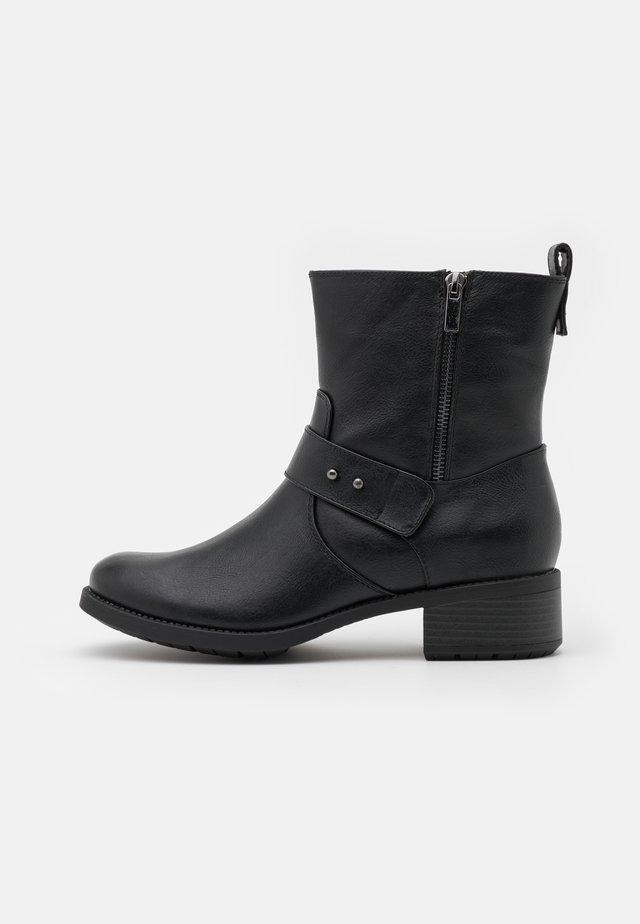 WIDE FIT BOOT - Botki - black