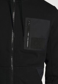 Calvin Klein Jeans - MIXED MEDIA FASHION ZIP UP - Zip-up hoodie - black - 5