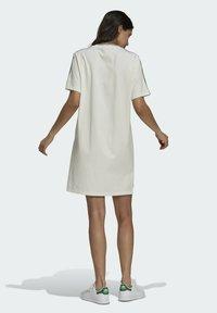 adidas Originals - TENNIS LUXE DRESS ORIGINALS - Vestito di maglina - off white - 2