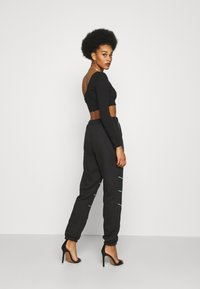 Missguided - PLAYBOY CONTRAST STITCH - Pantalones deportivos - black - 2