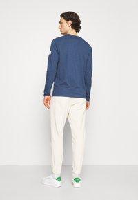 Redefined Rebel - JAZZ PANTS - Spodnie materiałowe - pristine - 2