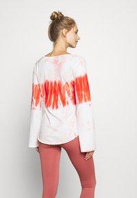 Yogasearcher - RAINBOW - Camiseta de manga larga - porcelaine - 2
