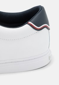 Tommy Hilfiger - ESSENTIAL - Trainers - white - 5