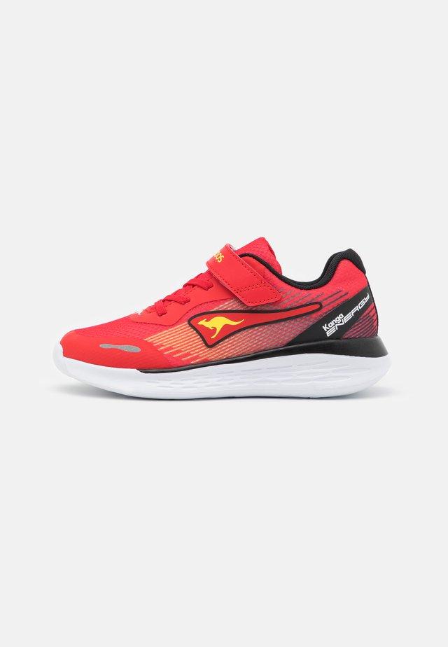 KQ-SWIFT  - Sneakers laag - fiery red/jet black